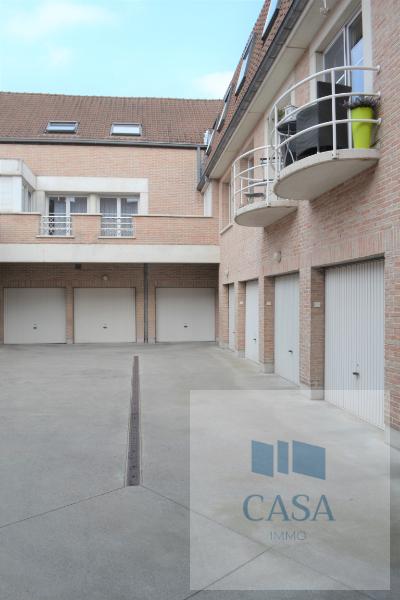 binnenplaats met garages